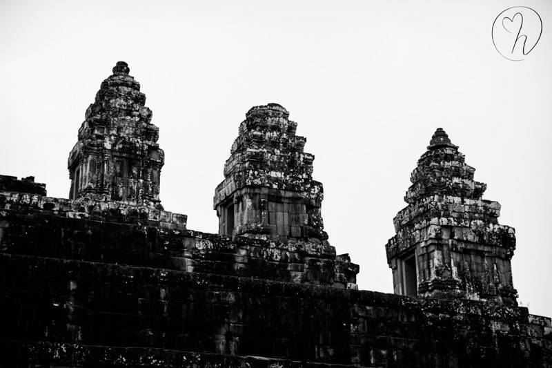 temples black and white